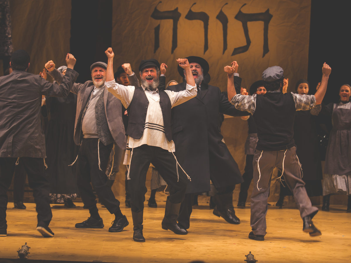 A Yiddish version of Fiddler on the Roof has been playing to sold-out audiences since its U.S. premiere in July.
