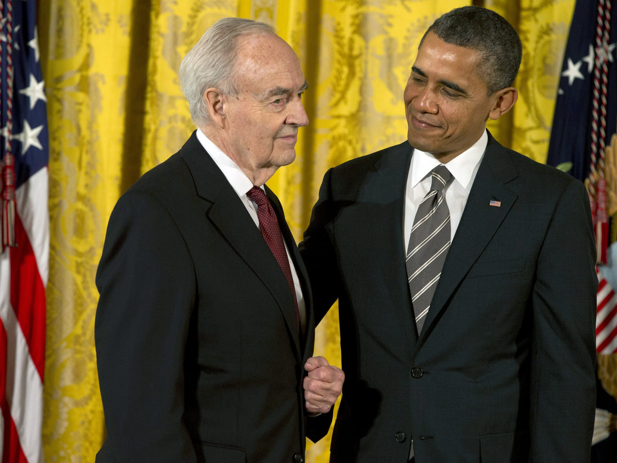Former President Obama presents a 2012 Citizens Medal to former Pennsylvania Sen. Harris Wofford in 2013.