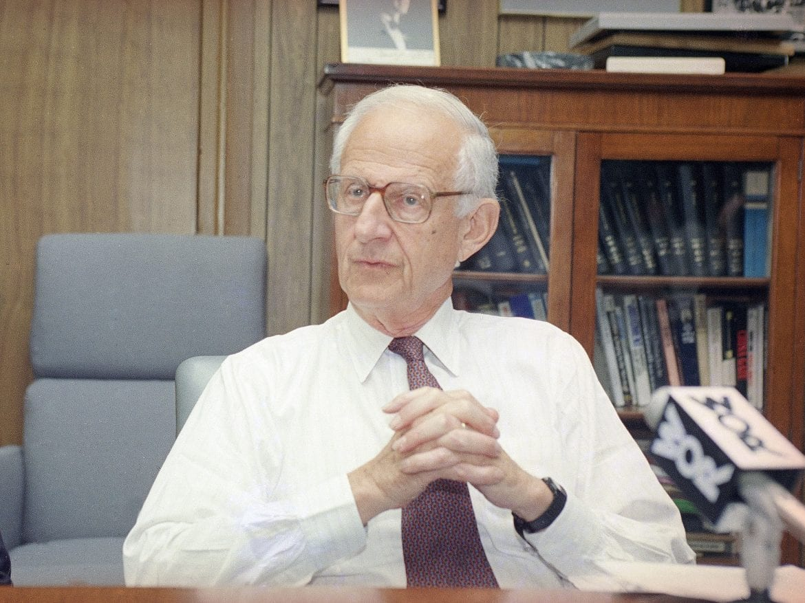 """Manhattan District Attorney Robert Morgenthau at a news conference in 1993. The patrician lawman, who a former aide said spent four decades """"making mischief for people who engaged in bad conduct,"""" died Sunday."""